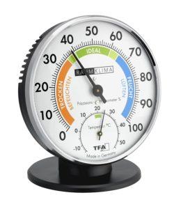 un hygromètre est un appareil qui mesure l'humidité de l'air. l'hygromètre permet de repérer l'humidité dans une maison. un taux d' humidité de l'air normal doit être compris entre 50 et 60%. Si le taux d'humidité est trop élevé, l'hygromètre indiquera un taux d'humidité de l'air supérieur à 60 %