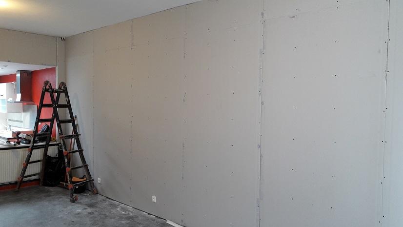 entreprise de rénovations de lille pose des placoplatres sur rails à marcq-en-baroeul pour la rénovation des murs