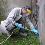 une canne d'injection permet de traiter les infiltrations ascensionnelles dans un mur à tourcoing