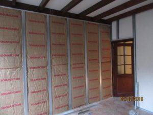 Aqua-Control, entreprise de rénovation : Isoler les murs avec des panneaux de laine de roche et pose de placoplatres sur rails à lille dans le nord