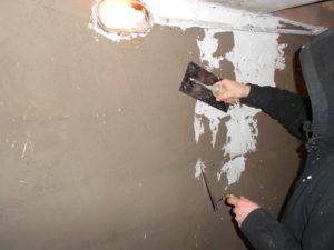 Le cuvelage est un enduit étanche permettant de bloquer l'eau à l'extérieur du sous-sol et d'éviter les infiltrations d'eau et l'humidité
