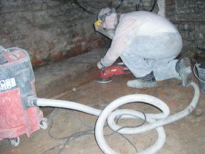 pour empêcher les infiltrations d'eau dans la cave, un cuvelage est indispensable pour que la nappe phréatique ne s'infiltre plus dans le sous-sol